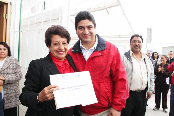 Reciben-constancia-de-mayora-Elda-Gmez-Lugo-y-ngel-Alberto-Rebollo-Montes-de-Oca